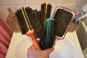clean mens hair brush 1