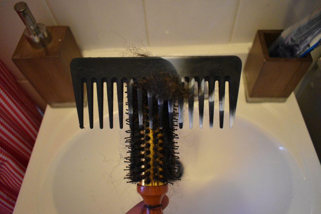 clean mens hair brush 2